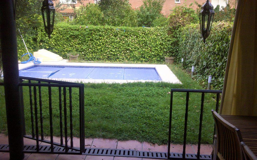 Estupendo chalet con piscina y jardín propios en Daganzo