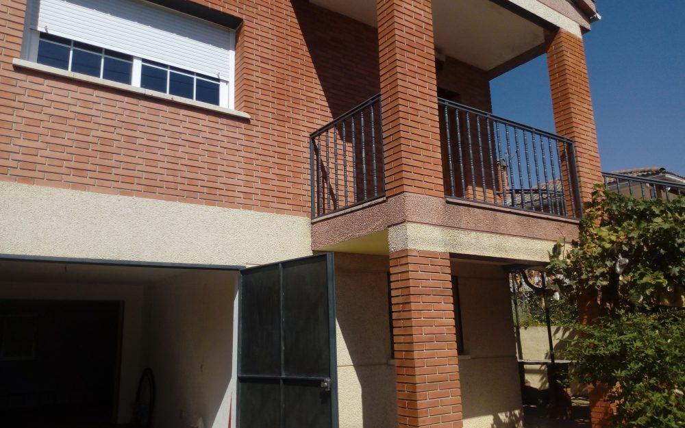 Chalet de 3 dormitorios y parcela de 820 m2 con espléndidas vistas en Urb. Las Castillas